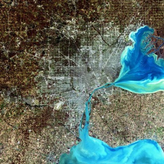 Detroit, Michigan, USA Sensor: L7 ETM+ Acquisition Date: December 11, 2001 Path/Row: 20/30 Lat/Long: 42.330/-83.046  Detroit, Michigan, is commonly referred to as Motor City because of the many automobile manufacturing plants located in the city. It is the largest city in Michigan, with a population approaching one million.
